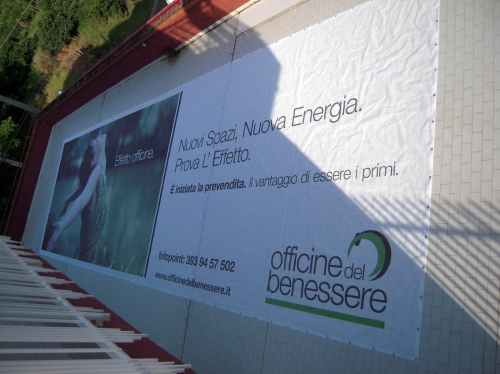 striscione in pvc microforato anti vento